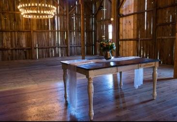 Anna Farm Sweet Heart Table